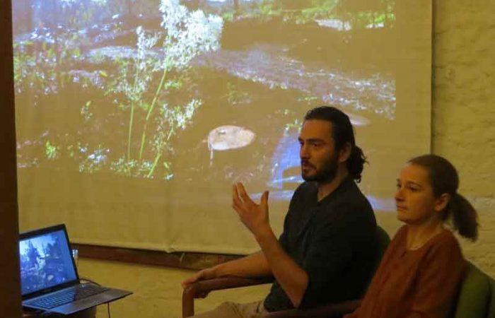 hannah und Jessy Loranger beim Waldgartenvortrag